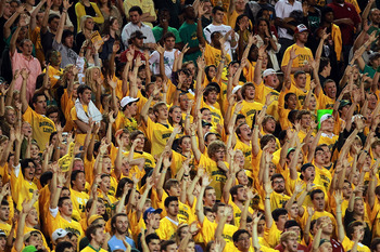 Baylor students performing a &quot;sic 'em&quot; hand chant.