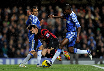 LONDON, ENGLAND - DECEMBER 12:  David Silva of Manchester City is brought down by Jose Bosingwa and Ramires of Chelsea during the Barclays Premier League match between Chelsea and Manchester City at Stamford Bridge on December 12, 2011 in London, England.