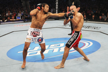 Ufc129_11_aldo_vs_hominick_003_display_image