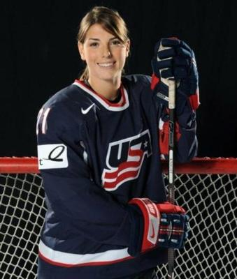 25hilaryknight_display_image