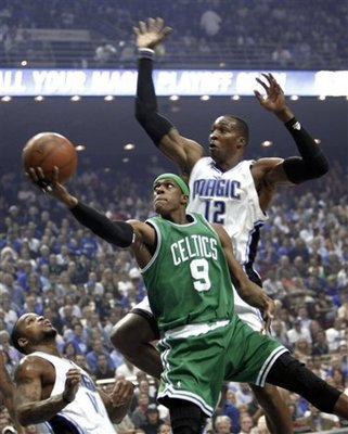 Rajon-rondo-dwight-howard-2453ec18254b6d4a_large_display_image