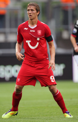 ENSCHEDE, NETHERLANDS - AUGUST 13:  Luuk de Jong of FC Twente in action during the Eredivisie League match between FC Twente and AZ Alkmaar held on August 13, 2011 at the De Grolsch Veste Stadium, in Enschede, Netherlands. (Photo by Anoek De Groot/EuroFoo