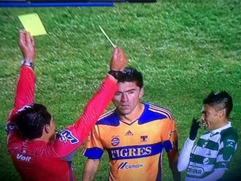 Tigres_win_apertura_referee_shows_two_yellows_at_the_same_time_display_image