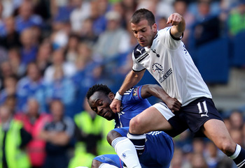 LONDON, ENGLAND - APRIL 30:  Michael Essien of Chelsea and Rafael Van Der Vaart of Spurs compete for the ball during the Barclays Premier League match between Chelsea and Tottenham Hotspur at Stamford Bridge on April 30, 2011 in London, England.  (Photo b