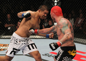 Mark Munoz (L) throws a right hand - Josh Hedges/Zuffa, LLC