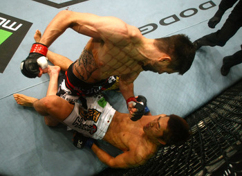 Carlos Condit (top) finishes Dong Hyun Kim – Don Miralle/Zuffa, LLC