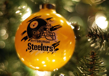 Steelerschristmas_display_image