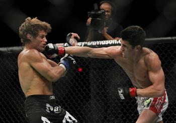 Methodgetrs80q75x128y52w661h461ro0sdominick-cruz-lands-a-punch-on-urijah-faber_display_image