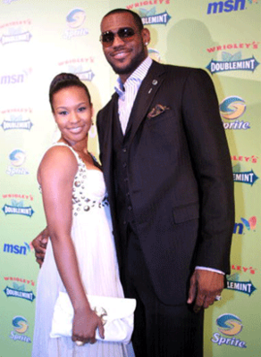 Lebron-james-savannah-brinson_display_image