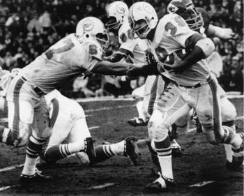 Dolphins-chiefs-christmas-1971-larry-csonka_display_image