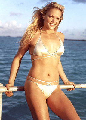 Softball_player_jennie_finch_bikini_display_image