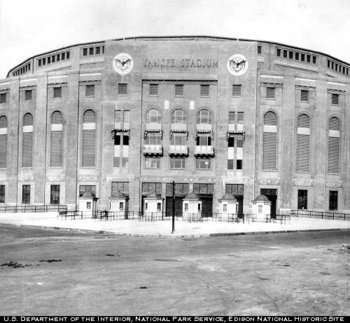Yankee_stadium1920s_display_image