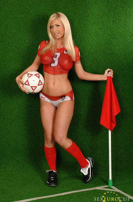 7soccer_girls_bodyart_paintings_jersey_display_image