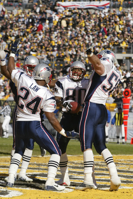 Troy Brown (center) returned a punt for a touchdown in the 2001 AFC Championship Game.