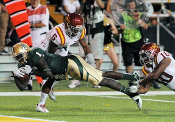 Kendall Wright dives for a touchdown against Iowa State