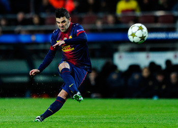 BARCELONA, SPAIN - DECEMBER 05:  David Villa of FC Barcelona shoots towards goal during the UEFA Champions League Group G match between FC Barcelona and SL Benfica at Nou Camp on December 5, 2012 in Barcelona, Spain.  (Photo by David Ramos/Getty Images)