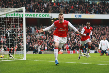 Bendtner scores against Tottenham