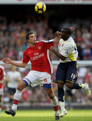 Van Persie battles against Spurs