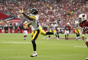GLENDALE, AZ - OCTOBER 23:  Wide receiver Antonio Brown #84 of the Pittsburgh Steelers makes a one handed catch on a 13 yard reception against the Arizona Cardinals during the third quarter of the NFL game at the University of Phoenix Stadium on October 2
