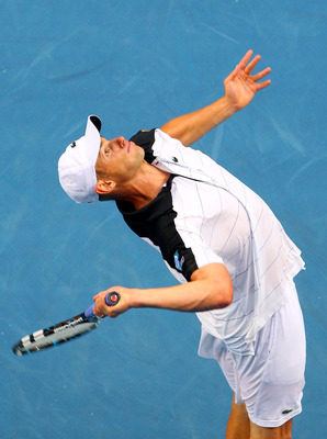 Andy Roddick preparing to serve
