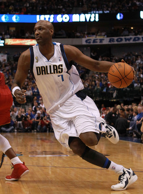 DALLAS, TX - DECEMBER 25:  Lamar Odom #7 of the Dallas Mavericks at American Airlines Center on December 25, 2011 in Dallas, Texas.  (Photo by Ronald Martinez/Getty Images)