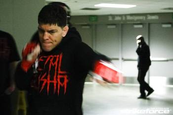 031_nick_diaz_warming_up_display_image