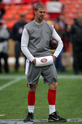 49ers' Alex Smith keeping his hands warm before Sunday's game