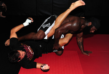 LOS ANGELES, CA - SEPTEMBER 17:  MMA Heavyweight Sensation Kimbo Slice during the Workout/Media Day with Kimbo Slice and Gina Carano at the Legends Mixed Martial Arts Training Center on September 17, 2008 in Los Angeles, California.  (Photo by Robert Labe