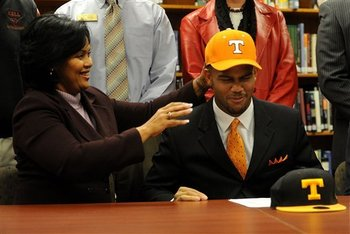 57454_tennessee_signing_day_football_display_image