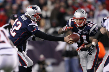 Aaron Hernandez receiving a handoff from Brady. No this was not an End Around.