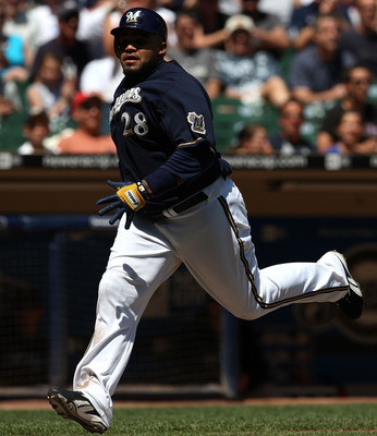 Fielder rounds the bases for an inside-the-park home run against the Blue Jays in 2008