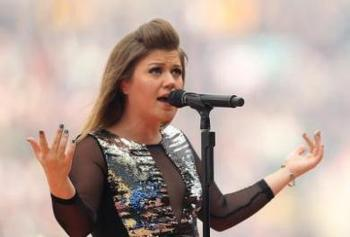 Kelly-clarkson-super-bowl-national-anthem-013112l_display_image