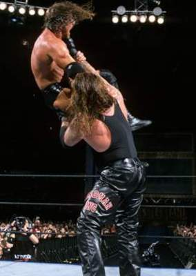 Undertaker-streak-over-triple-h_display_image_display_image