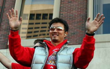 Okajima celebrates the 2007 World Series victory.