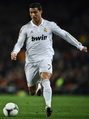 BARCELONA, SPAIN - JANUARY 25:  Cristiano Ronaldo of Real Madrid runs with the ball during the Copa del Rey quarter final second leg match between FC Barcelona and Real Madrid at Camp Nou on January 25, 2012 in Barcelona, Spain.  (Photo by David Ramos/Get