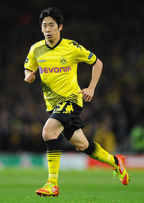 LONDON, ENGLAND - NOVEMBER 23:  Shinji Kagawa of Dortmund runs during the UEFA Champions League Group F match between Arsenal FC and Borussia Dortmund  at Emirates Stadium on November 23, 2011 in London, England.  (Photo by Mike Hewitt/Getty Images)