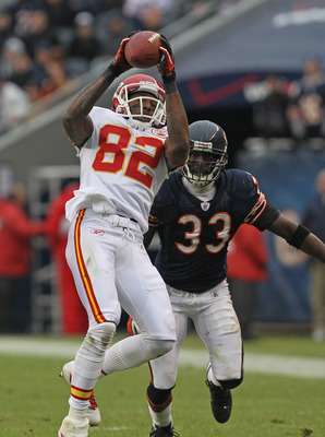 CHICAGO, IL - DECEMBER 04: Dwayne Bowe #82 of the Kansas City Chiefs catches a pass in front of Charles Tillman #33 of the Chicago Bears at Soldier Field on December 4, 2011 in Chicago, Illinois. The Chiefs defeated the Bears 10-3. (Photo by Jonathan Dani