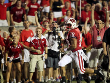 Wisconsin-quarterback-russell-wilson-16-runs-for_display_image_display_image