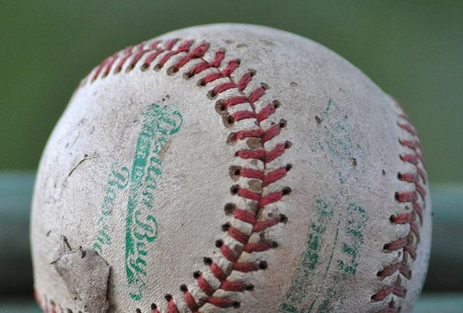 723px-a_worn-out_baseball_crop_650x440