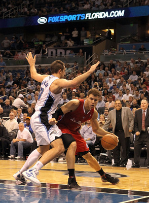 ORLANDO, FL - FEBRUARY 06:  Blake Griffin #32 of the Los Angeles Clippers is guarded by Ryan Anderson #33 of the Orlando Magic during the game at Amway Center on February 6, 2012 in Orlando, Florida.   NOTE TO USER: User expressly acknowledges and agrees