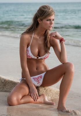 Bemusing Brooklyn Decker (SI Photo)