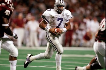 5 Dec 1998: Quarterback Michael Bishop #7 of the Kansas State Wildcats in action during the Big 12 Championship Games against the Texas A&M Aggies at the Trans World Dome in St.Louis Missouri. Texas A&M defeated Kansas 36-33.