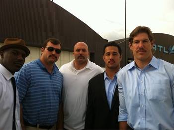 Cleveland Browns LB Scott Fujita is on the far right.