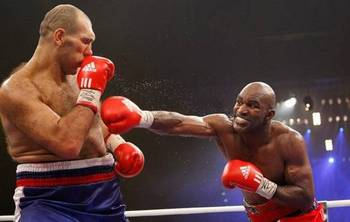 Nikolai-valuev-vs-evander-holyfield02_display_image