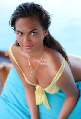 Christine-teigen-profile_display_image
