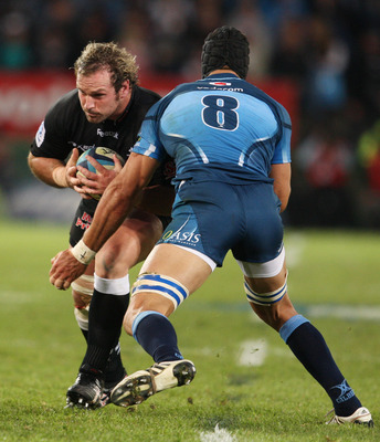 Pierre Spies prepares to tackle his Springbok teammate Jannie Du Plessis.