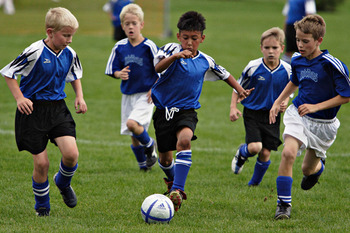 Kidsplayingfootball_display_image