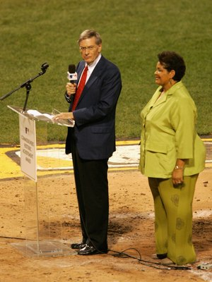Commissioner Selig and Vera Clemente present the award