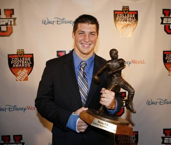 Tim-tebow-2007-davey-obrien-award-winner_display_image