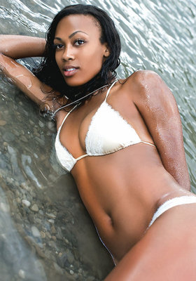 Kim-glass-and-2011-sports-illustrated-swimsuit-issue-gallery_display_image